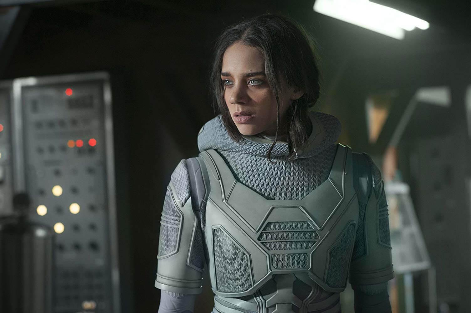 《 蟻人與黃蜂女 》中, 漢娜約翰卡門 (Hannah John-Kamen) 飾演反派「 幽靈 」。