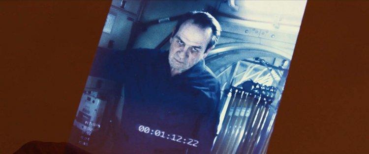 《星際救援》中湯米李瓊斯飾演布萊德彼特的父親。