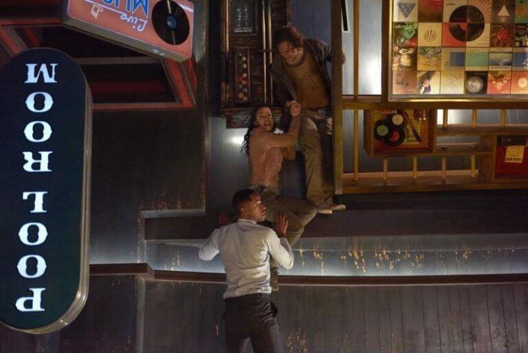 《密弒遊戲》片中極具巧思的各種關卡,劇照為「顛倒八號球」。