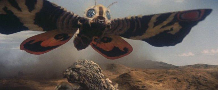 《魔斯拉對哥吉拉》的成功,奠定了東寶自家怪獸對決的路線。