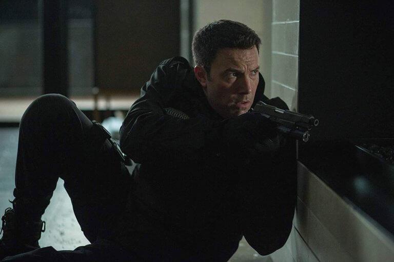 班艾佛列克 2016 年電影《會計師》劇照,他飾演一名有點自閉的數學天才會計師,晚上則化身為殺手。