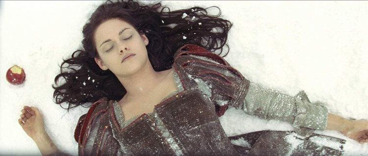 2012 年由克莉絲汀史都華飾演白雪公主的異色童話電影《公主與狩獵者》。