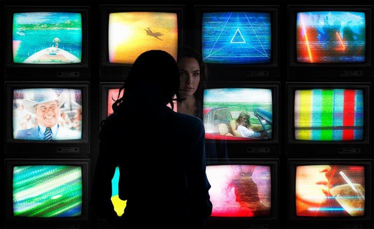 「神力女超人」蓋兒加朵在電影官方推特上暗示《神力女超人 1984》最新預告即將登場。