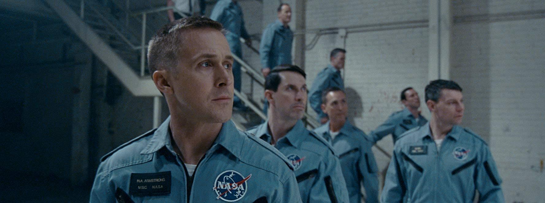 雷恩葛斯林 於《 登月先鋒 》飾演家喻戶曉的太空人 : 阿姆斯壯 。