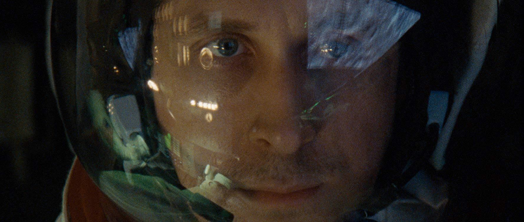 《 登月先鋒 》 雷恩葛斯林 細膩精湛的情感詮釋,令人動容。
