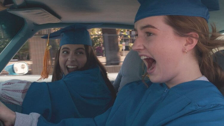 《A+ 瞎妹》由凱特琳黛佛 (Kaitlyn Dever)、比妮費爾德斯坦 (Beanie Feldstein) 主演。