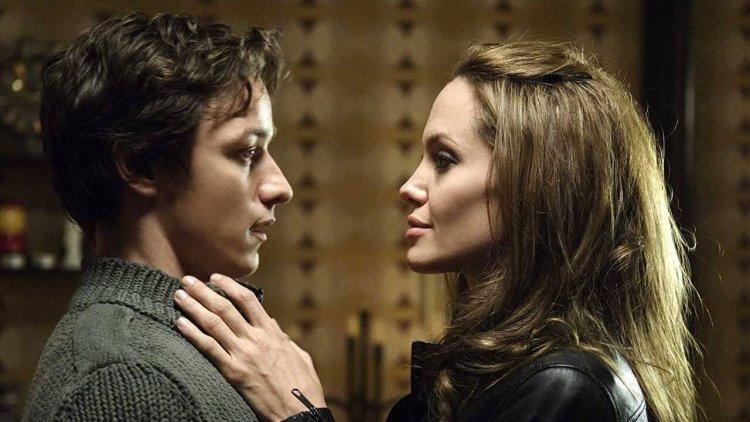 詹姆斯麥艾維和安潔莉娜裘莉主演的《刺客聯盟》續集有望問世?導演表示將使用《人肉搜索》的螢幕技術呈現首圖