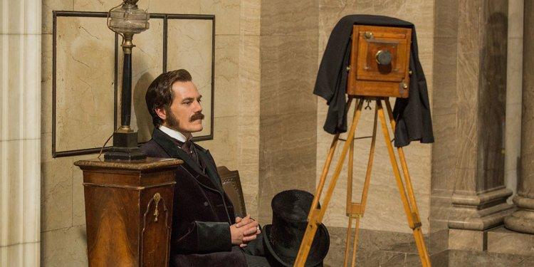 麥可夏儂在《電流大戰》(The Current War) 中飾演西屋電氣創辦人喬治威斯汀豪斯。