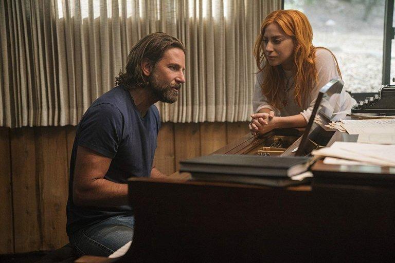 《一個巨星的誕生》一片在 Ally 演唱 Jack 寫給她的情歌中結束,令人動容。