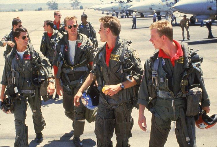 《捍衛戰士》電影成為了美國海軍的「徵兵廣告」,甚至在電影院中設立了小型的徵兵站。