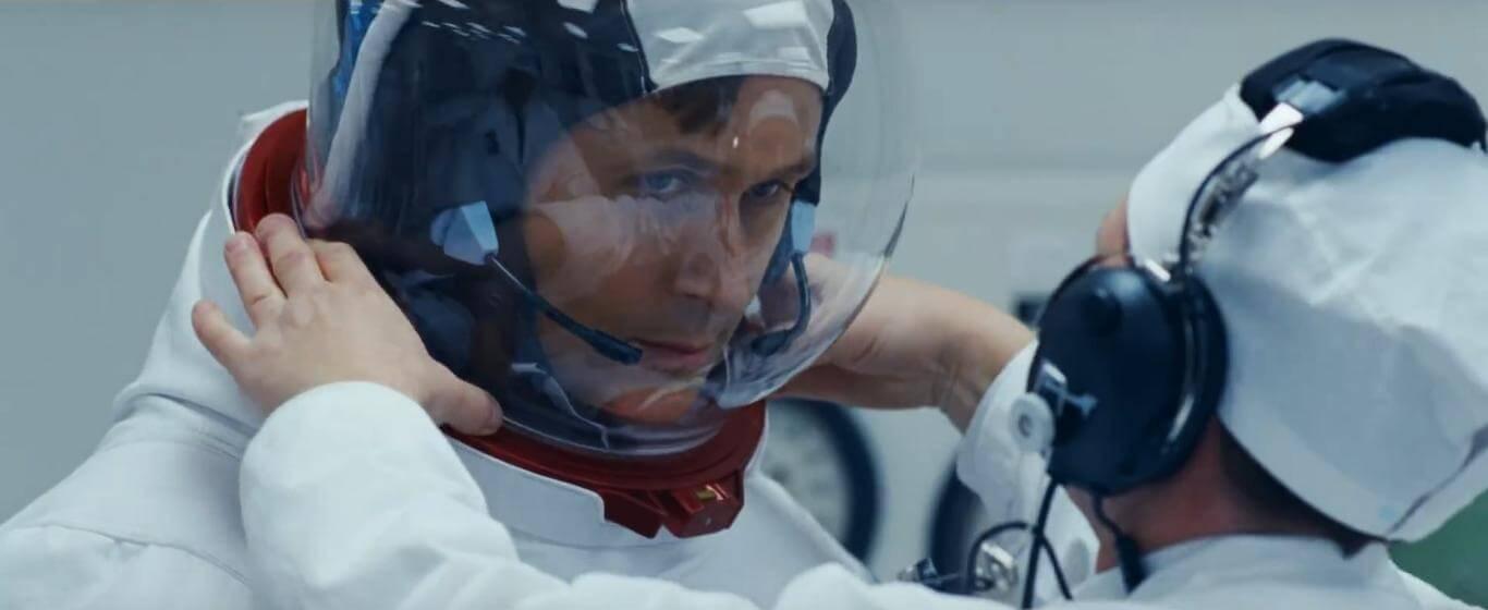 《 登月先鋒 》不只強調阿姆斯壯登月過程,也著重描述他在地球上的生活。