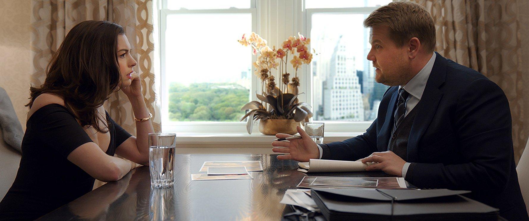 《 瞞天過海 : 八面玲瓏 》中 安海瑟威 飾演的角色定位處於一個亦正亦邪的灰色地帶。