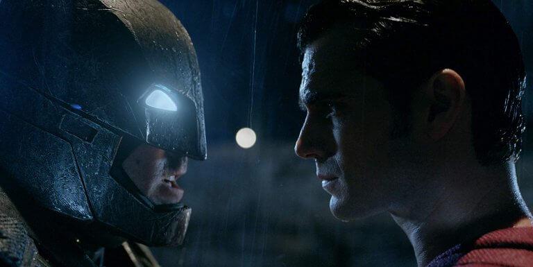 電影《蝙蝠俠對超人:正義曙光》中的蝙蝠俠與超人。