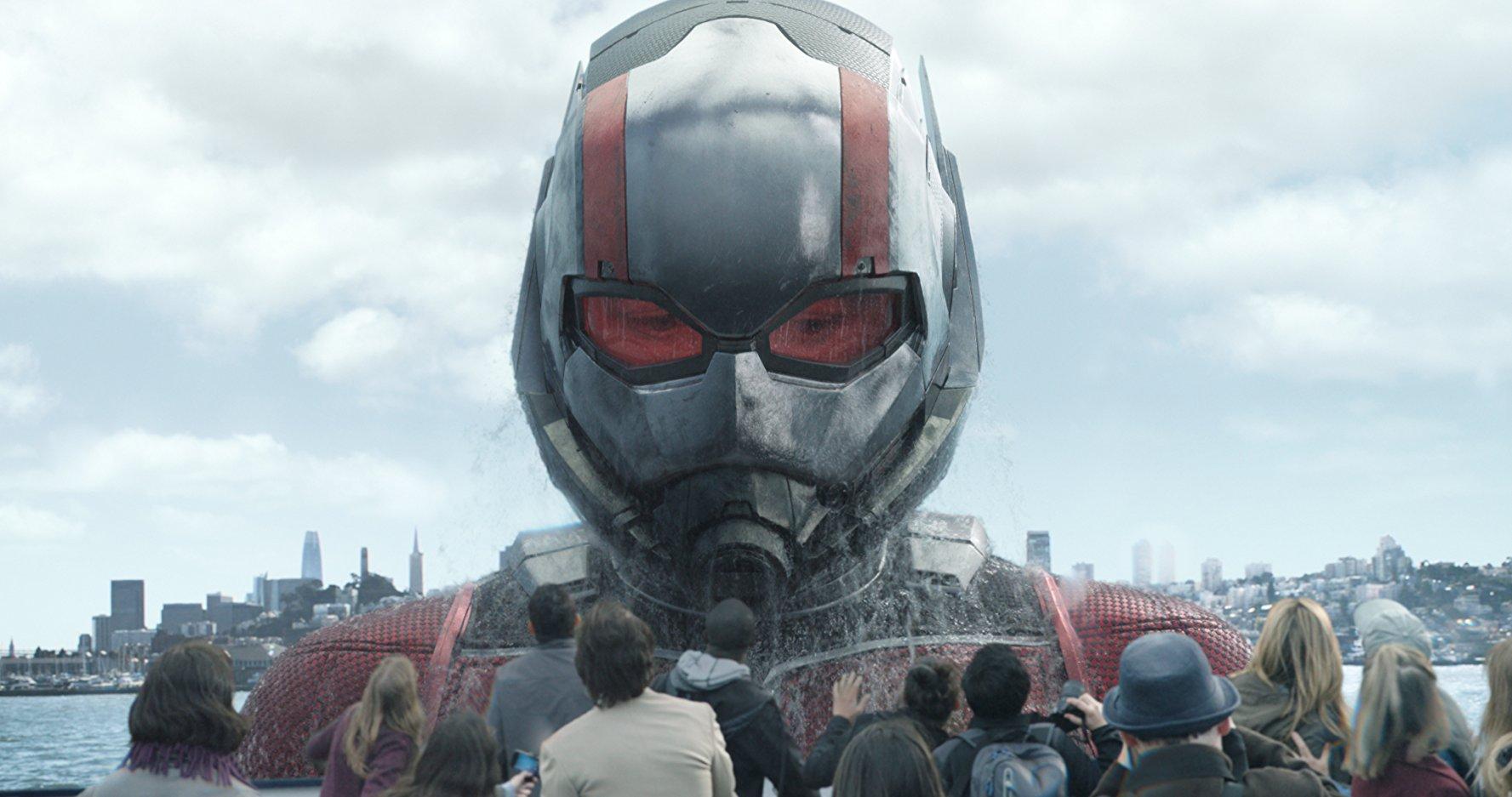 運用 放大 & 縮小 技能戰鬥的蟻人,在銀幕上的視覺表現更勝首集。