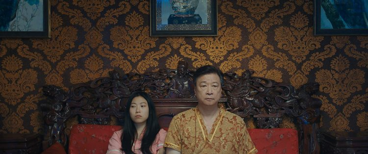 A24 出品《別告訴她》呈現了東西方文化對死亡議題的心態以及處理方式。