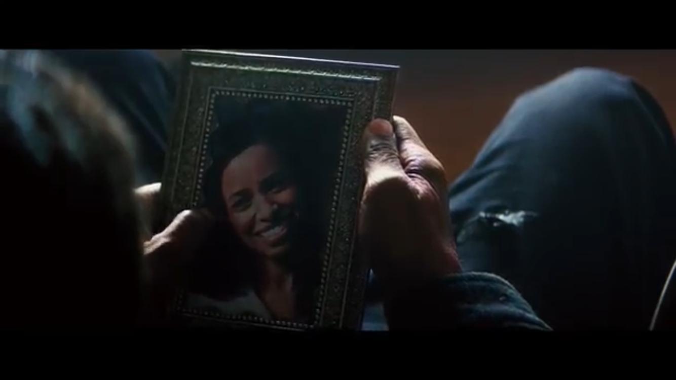 比起首集,《 私刑教育2 》雖不明講,但透過更多細節描繪出主角的背景故事。