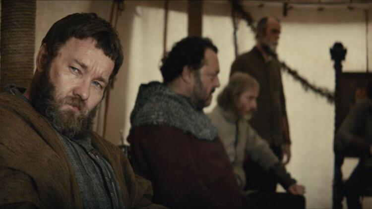 電影《國王》中喬爾埃哲頓飾演約翰法斯塔夫爵士。