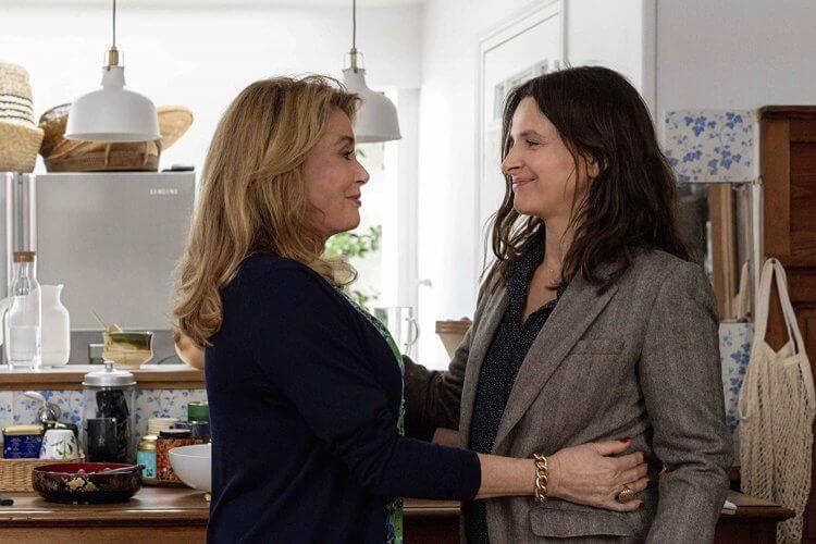 電影《真實》(The Truth) 由凱薩琳丹妮芙 (Catherine Deneuve) 、 茱麗葉畢諾許 (Juliette Binoche) 與 伊森霍克 (Ethan Hawke) 主演。