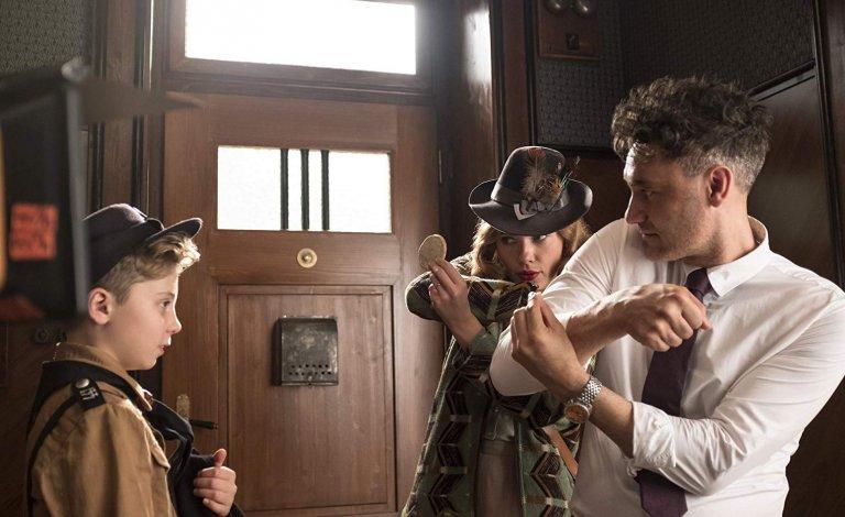 史嘉蕾喬韓森 (Scarlett Johansson) 將演出塔伊加維迪提自編自導自演的希特勒電影《Jojo Rabbit》(暫譯:喬喬兔)。