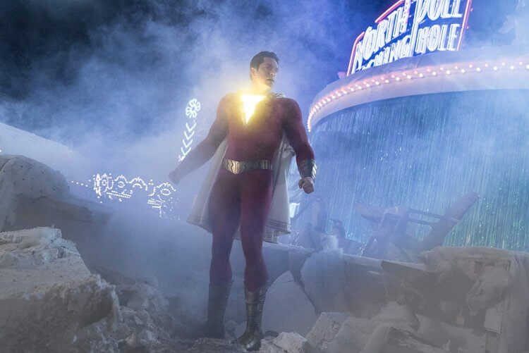 柴克萊威在 DC 超級英雄電影《沙贊!》中飾演大人版的中二英雄沙贊。