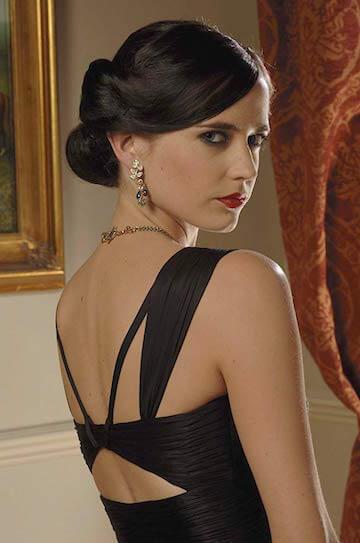 伊娃葛林《007 首部曲:皇家夜總會》劇照。