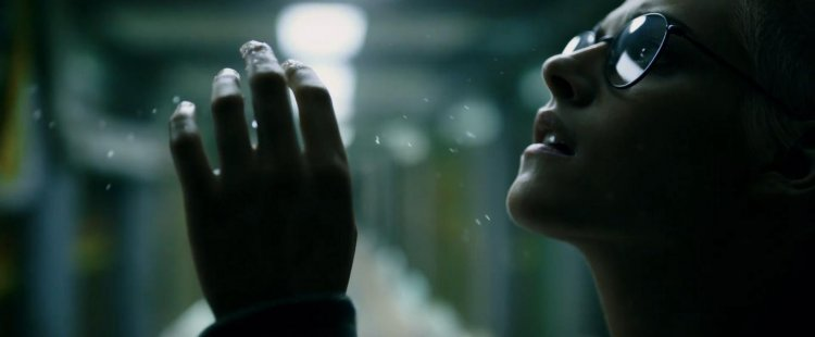 克莉絲汀史都華 (Kristen Stewart) 在近期訪談中分享拍攝《深海終劫站》(Underwater) 的艱辛。