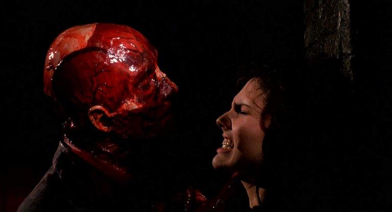 恐怖片迷曾經的惡夢即將再度出現!有著許多經典恐怖畫面的《養鬼吃人》重啟版即將登場。