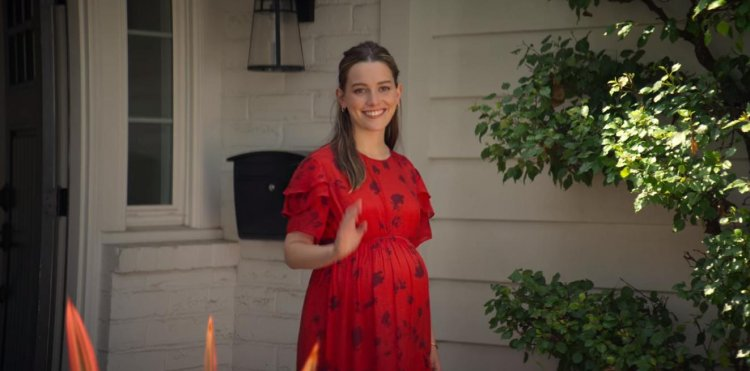 Netflix 《安眠書店》(You) 第二季劇照,懷孕的樂芙。