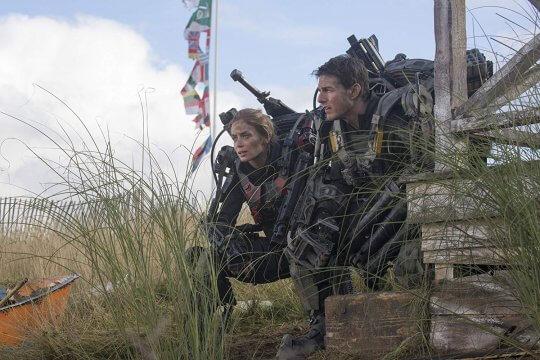 《明日邊界》電影劇照,湯姆克魯斯以及艾蜜莉布朗。