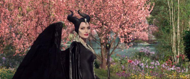安潔莉納裘莉於《黑魔女2》強場強大