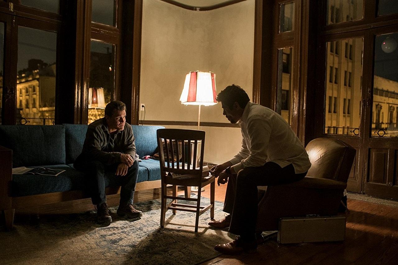 《 怒火邊界2 》中, 班尼西歐戴托羅 的精湛演出是一大亮點。