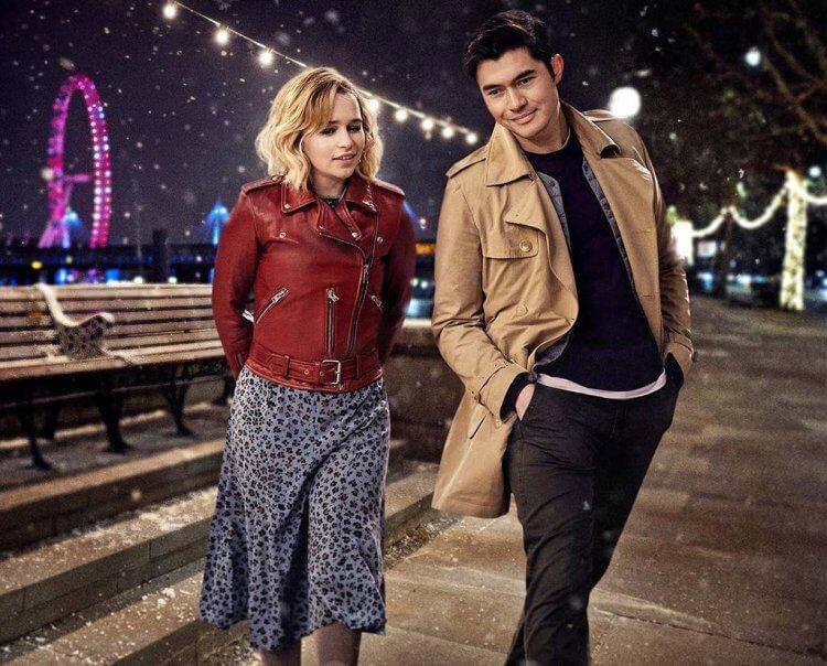 「龍后」艾蜜莉亞克拉克在新片《去年聖誕節》中與《瘋狂亞洲富豪》亨利高汀的戀愛互動,透過電影預告片網友直覺「不單純」!