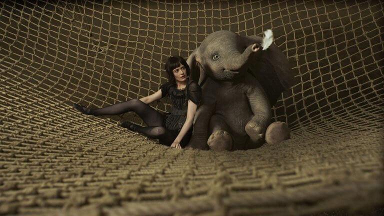 伊娃葛林於《小飛象》中飾演性感的空中飛人,與呆寶有精采馬戲演出。