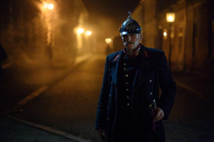 柏林影帝喬治佛瑞德區 (Georg Friedrich) 在 Netflxi 影集《佛洛伊德》中飾演警察。
