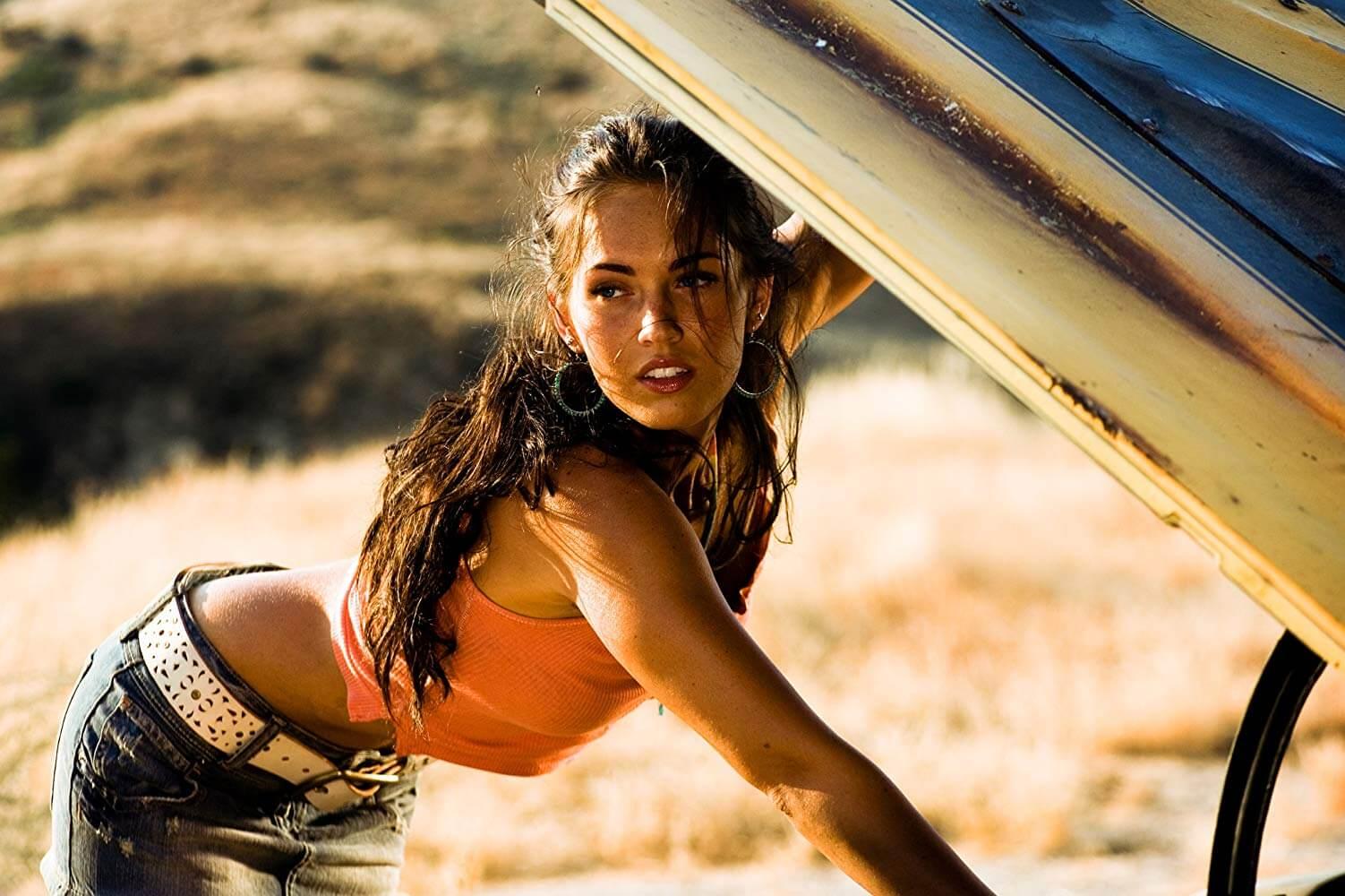 梅根福克斯在麥可貝 2007 導演作品《變形金剛》中飾演性感的女主角蜜琪。