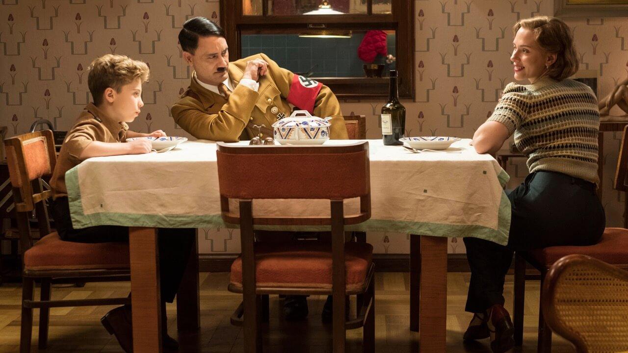 「黑寡婦」將與希特勒對戲?《雷神索爾 3》導演塔伊加維迪提自編自導自演《兔嘲男孩》上映日期公開首圖