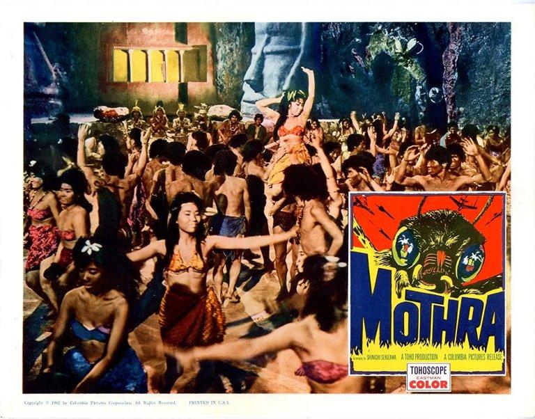《摩斯拉》故事發生在南洋一座小島「嬰兒島」上