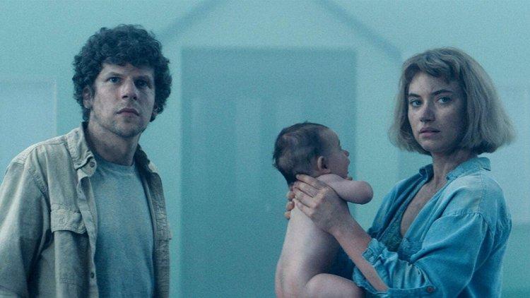 開心買房變一場惡夢!傑西艾森伯格攜手伊莫珍波茨演出反烏托邦電影《Vivarium》首圖