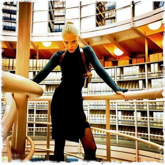 俄羅斯超模莎夏露絲 (Sasha Luss) 主演《安娜》。