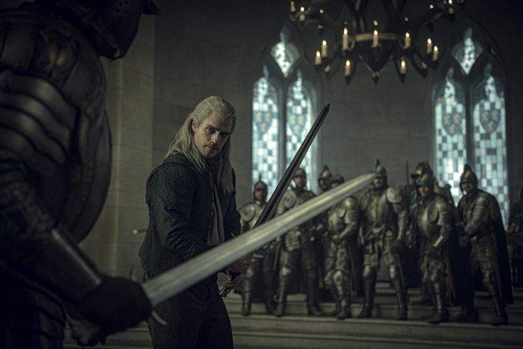 亨利卡維爾在《獵魔士》中的演出被小說原創者讚賞。