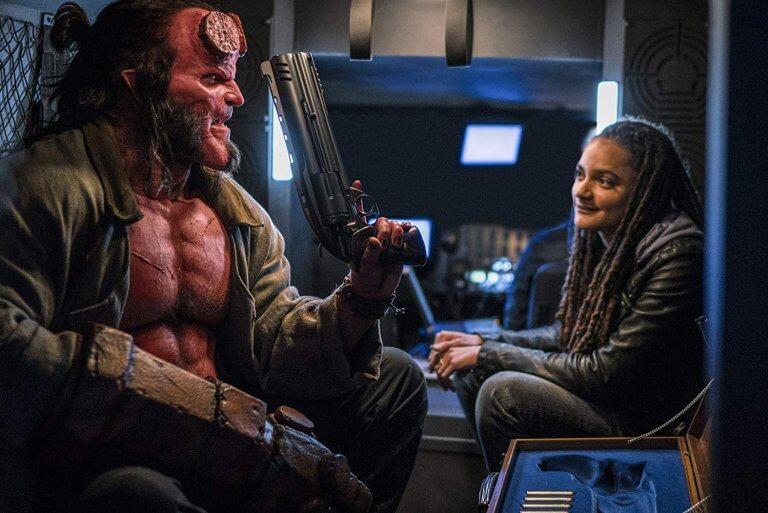 《地獄怪客:血后的崛起》(Hellboy: Rise of the Blood Queen) 劇照中的地獄男孩與愛麗絲莫娜漢。