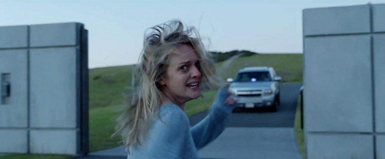 《隱形人》由伊莉莎白摩斯 (Elisabeth Moss) 主演。