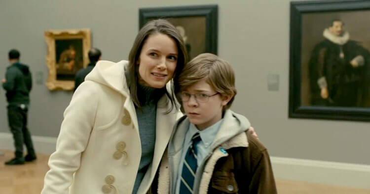 獲獎小說改編電影《金翅雀》(The Goldfinch) 由奧克斯弗格雷以及安索艾格特分別飾演年幼及長大的男主角,私藏名畫與對母親的思念在心中拉扯。