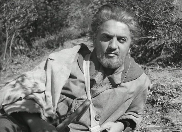 電影《愛》中客串登場的費里尼。