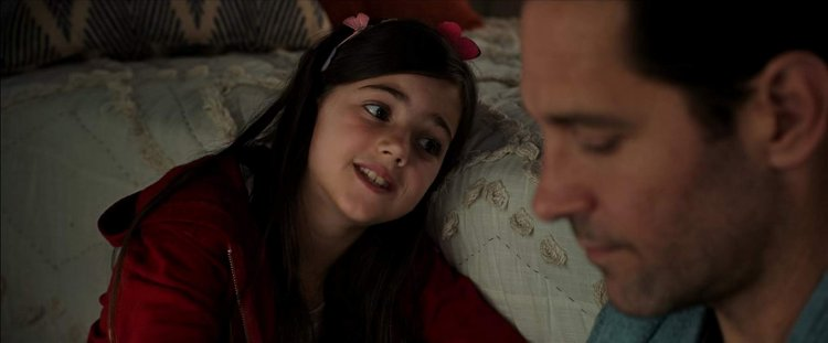 《蟻人與黃蜂女》艾比萊德福特森飾演「蟻人」史考特朗恩的女兒凱西朗恩。