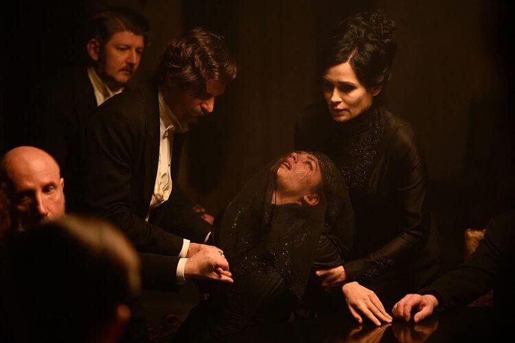 由德國奧地利合製的 Netflix 影集《佛洛伊德》(Freud) 描述精神分析之父佛洛伊德捲入一場曲折的殺人案件。