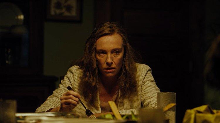 好萊塢恐怖新星導演亞瑞阿斯特 2018 年作品《宿怨》,由東妮克莉蒂主演。