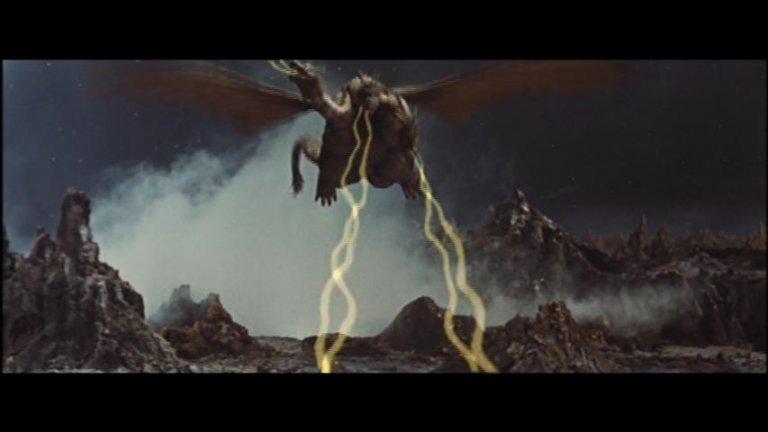 《怪獸大戰爭》中,人類最後靠著噪音擊退X星人
