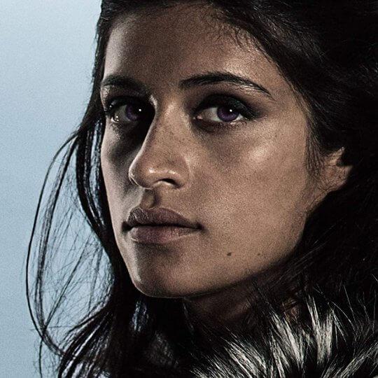 安雅夏隆查則擔任傑洛特的情人—女巫葉奈法