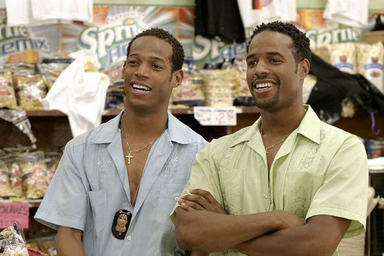 "馬隆韋恩(左)和西恩韋恩 (<a href=""https://www.imdb.com/name/nm0915465/?ref_=tt_ov_st_sm"" target=""_blank"" rel=""noopener"">Shawn Wayans</a>)(右)。"